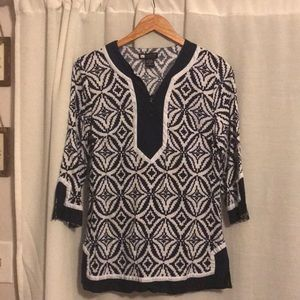 Navy and White Linen Blend Top. Size Medium.